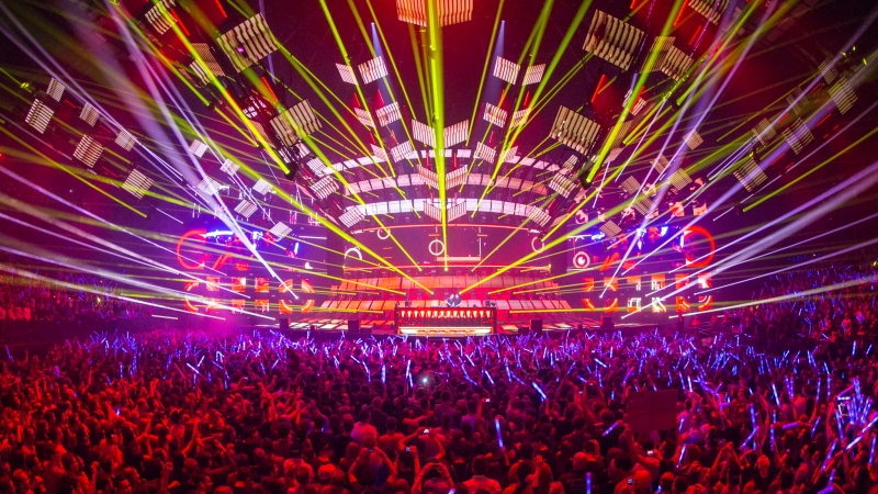 Bringing-The-Madness-3.0-people-EDMred Dimitri Vegas & Like Mike, 3 Sold Out de Bringing The Madness 3.0