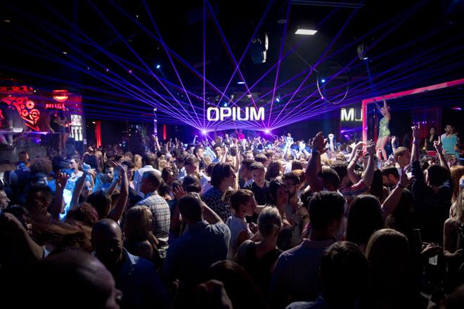 Interior_Gente-Opium-b Nochevieja en Opium Barcelona