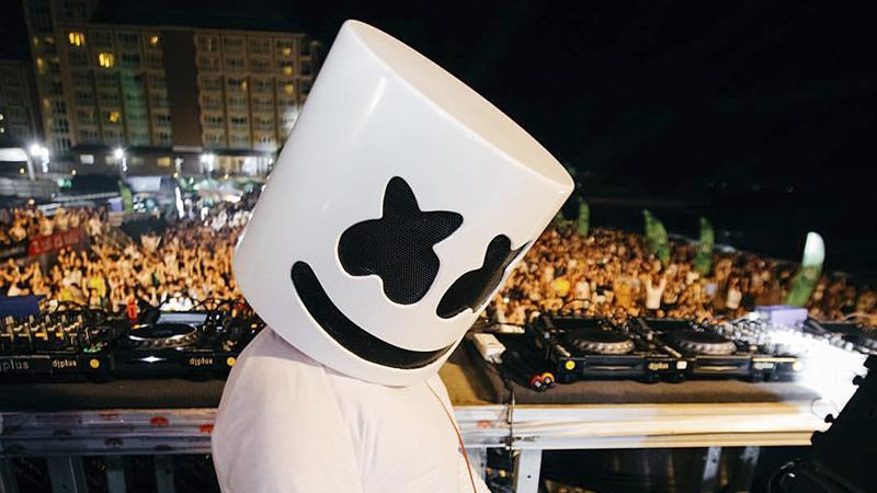 Photo of ¿Qué hay dentro del casco de Marshmello?