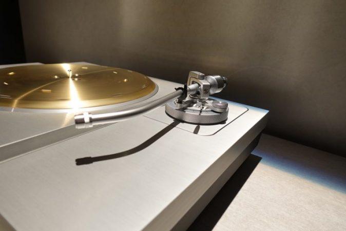 Technics-SL-1000R-1-674x450 Technics crea un tocadiscos de 20.000 dólares