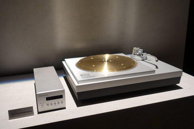 Technics-SL-1000R-2-674x450 Technics crea un tocadiscos de 20.000 dólares