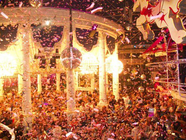 Es-Paradis-on-White-Ibiza-600x450 8 fiestas de apertura en Ibiza que no puedes perderte