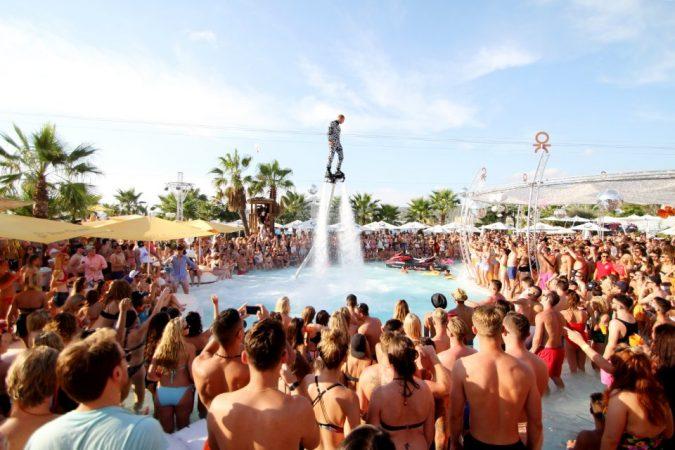 slideshow-1461956564-675x450 8 fiestas de apertura en Ibiza que no puedes perderte