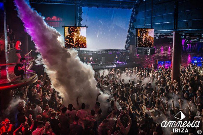 slideshow-1503433012_0-675x450 8 fiestas de apertura en Ibiza que no puedes perderte