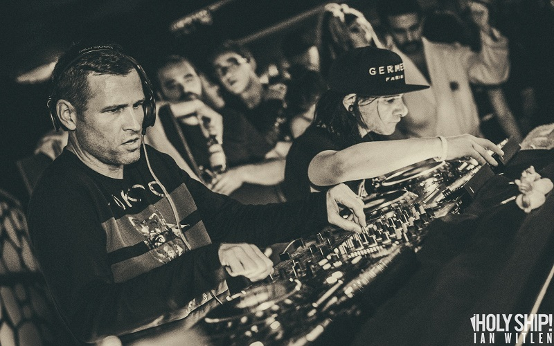 Kaskade-b2b-Skrillex-@-Holy-Ship-2015-3 5 DJ que nos han sorprendido con su voz II