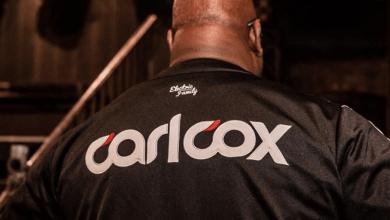 Photo of Carl Cox y su nueva camiseta de baseball