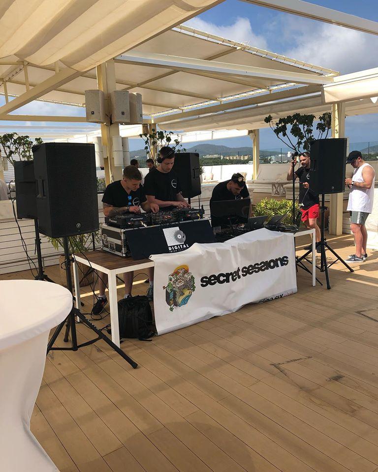 67103283_1313881395428048_5509804271756902400_o Alquila tu propia mesa de DJ en Ibiza