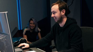 Photo of Andrew Rayel y Roxanne Emery – 'Never Going Down'