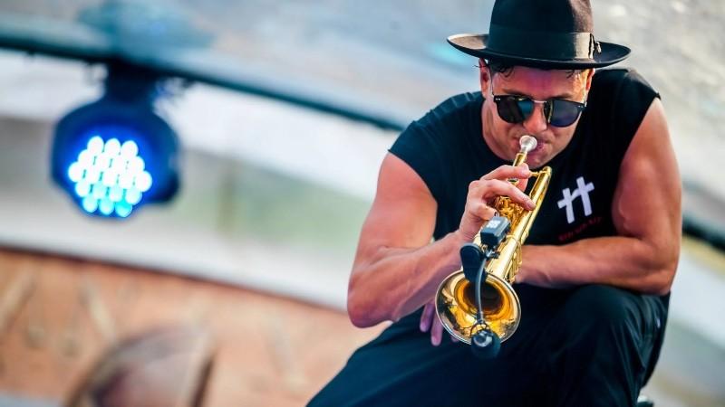 Mad-World-Timmy-Trumpet-en-BeatMix 'Mad World' es el álbum debut de Timmy Trumpet
